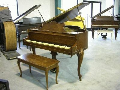 Huntington apartment size baby grand piano for Dimensions baby grand piano